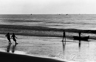 Pescador faz Arrastao em Nova Viçosa - Sul da Bahia - Brasil 1995 Foto: Lilia Tandaya Bahia F10